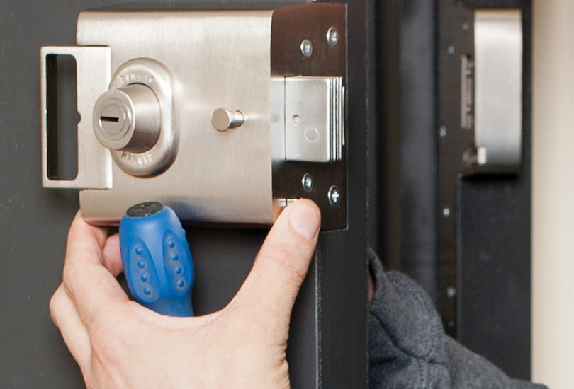 What Should You Expect From A Professional Locksmith?